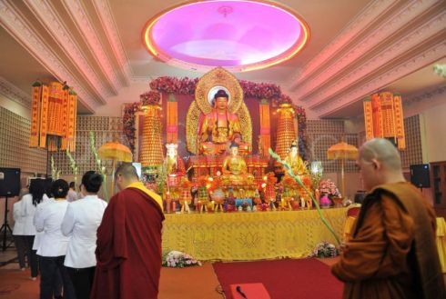 1336287554-vesak-ceremony-marks-buddhas-birthday-2556-be_1196767